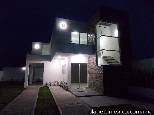 Fotos de casa min malista con alberca y jard n grande en ayala for Casa minimalista con alberca