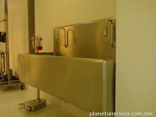 Llave mezcladora con sensor para lavabo de cirujano en for Llave mezcladora para lavabo