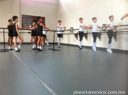 Academia de ballet en latex 1